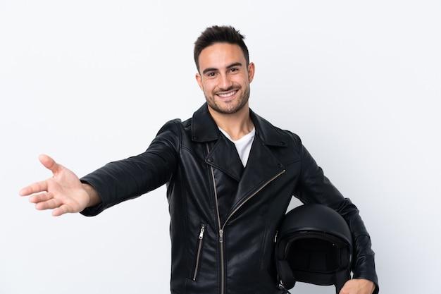 Mężczyzna W Kasku Motocyklowym Przedstawiający I Zachęcający Do Przyjścia Z Ręką Premium Zdjęcia