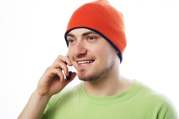 Mężczyzna W Koszuli Mówi Przez Telefon Premium Zdjęcia