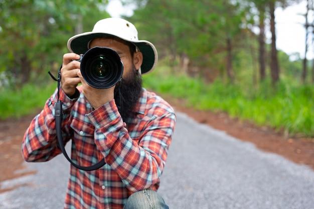 Mężczyzna Z Aparatem światowy Dzień Fotografa. Darmowe Zdjęcia