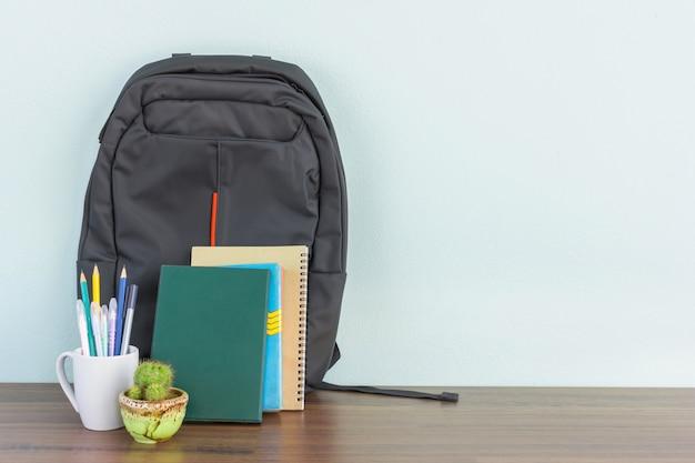 Miejsce pracy biurka mockup dla biznesmena lub ucznia z kopii przestrzenią dla teksta Premium Zdjęcia