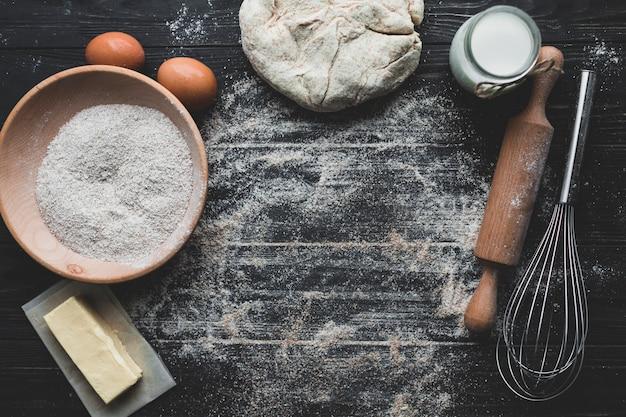 Miejsce pracy z piekącym chlebem Darmowe Zdjęcia