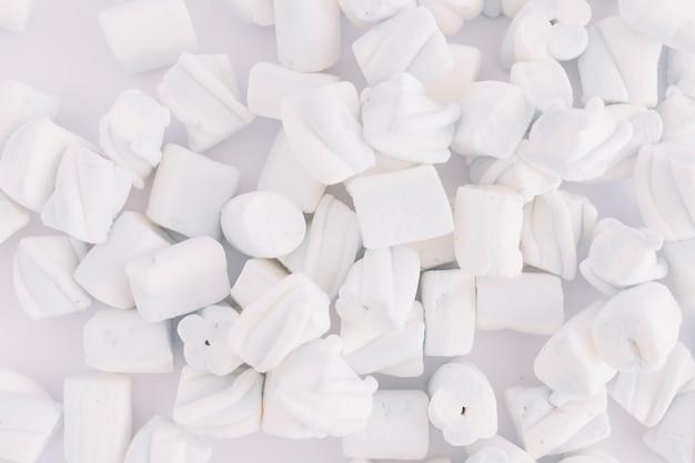 Miękcy Marshmallows Na Stole Darmowe Zdjęcia