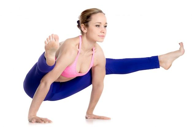 Mięśni Kobieta Z Zaawansowanym Yoga Pose Darmowe Zdjęcia