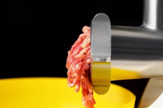 Mięso Mielone W Elektrycznej Maszynce Do Mięsa Darmowe Zdjęcia