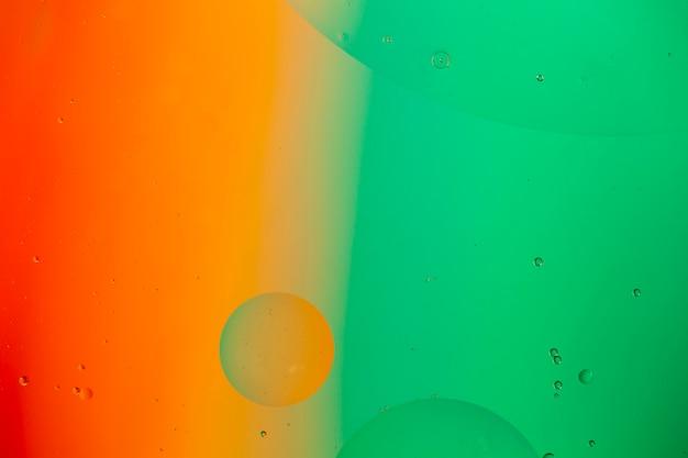 Mieszać wodę i olej na barwionym ciekłym abstrakcjonistycznym tle Darmowe Zdjęcia