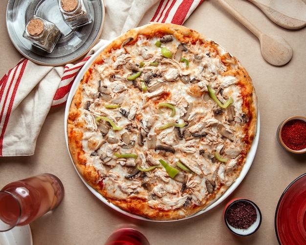 Mieszany Pizza Kurczaka Pieczarki Pieczarki Dzwonkowych Pieprzy Serowy Odgórny Widok Darmowe Zdjęcia
