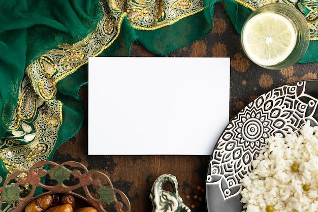 Mieszkanie świeciło Indyjskie Sari I Jedzenie Darmowe Zdjęcia