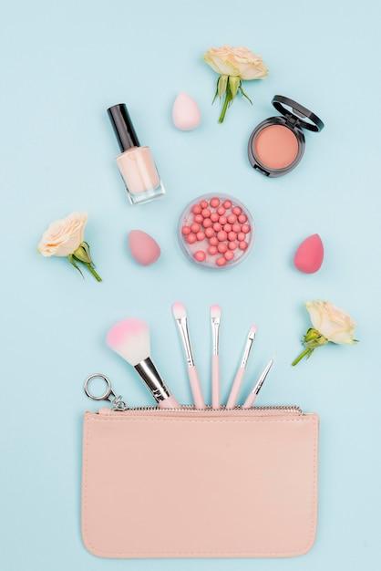 Mieszkanie świeckich Kolekcja Produktów Kosmetycznych Na Niebieskim Tle Darmowe Zdjęcia
