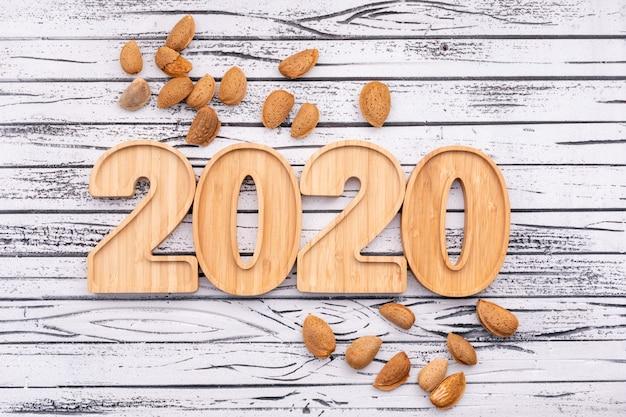 Migdały Otaczały Drewniane Płyty W Widoku Z Góry W Kształcie 2020 Roku Darmowe Zdjęcia