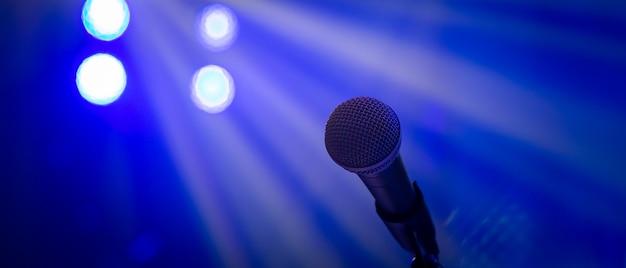 Mikrofon W Oświetleniu Koncertowym Premium Zdjęcia