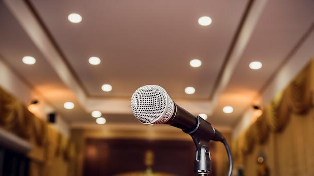Mikrofon W Sali Seminaryjnej Premium Zdjęcia