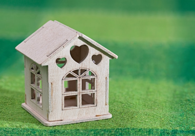 Miniaturowy biały model domu zabawki Premium Zdjęcia