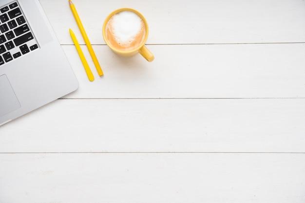 Minimalistyczne biurko z miejsca na kopię Darmowe Zdjęcia