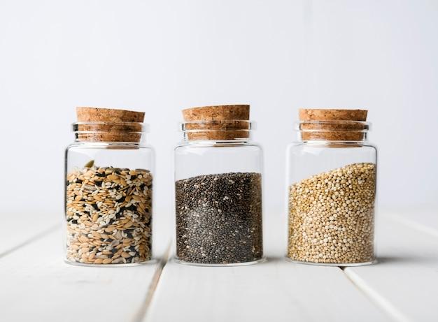 Minimalistyczne Słoiki Pełne Zmiażdżonych Nasion Darmowe Zdjęcia