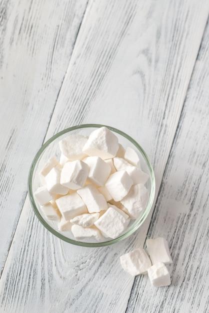 Miska Białego Cukru W Kawałkach Premium Zdjęcia