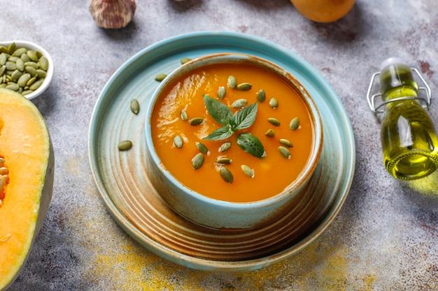 Miska Pysznej Zupy Dyniowej Z Nasionami. Darmowe Zdjęcia