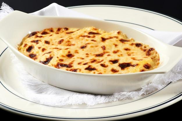 Miska Włoskiej Lasagne Z Polewą Serową Premium Zdjęcia