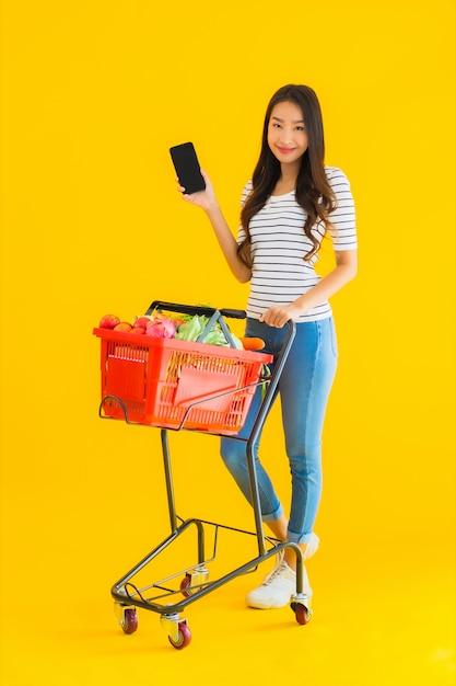 Młoda Kobieta Azji Zakupy Spożywcze Z Supermarketu Darmowe Zdjęcia