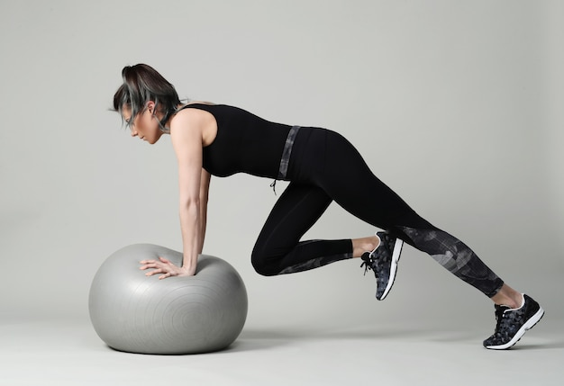 Młoda Kobieta, ćwiczenia, Fitness Darmowe Zdjęcia