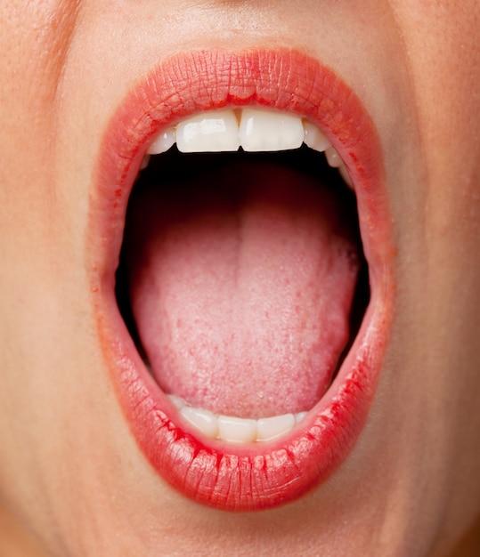 Młoda Kobieta Krzyczy Chłodno Darmowe Zdjęcia