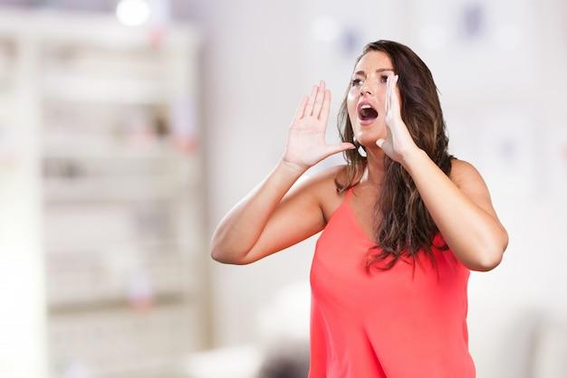 Młoda Kobieta Krzyczy Darmowe Zdjęcia