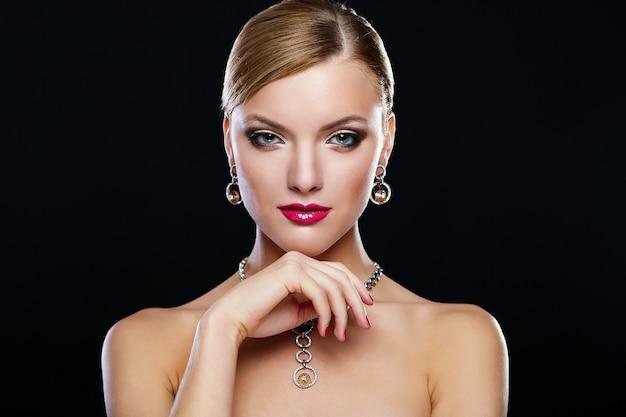 Młoda Kobieta Model Z Czerwonymi Wargami Darmowe Zdjęcia