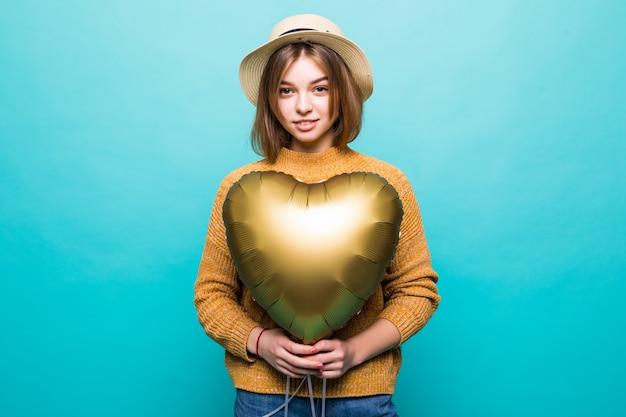 Młoda Kobieta Otrzymuje Balon Na Obchody Rocznicy Na Białym Tle Nad Kolorem ściany Darmowe Zdjęcia