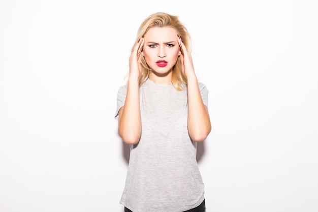 Młoda Kobieta W Bólu Ma Ból Zęba Odizolowywającego Na Biel ścianie Darmowe Zdjęcia