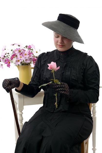 Młoda kobieta w stroju vintage 1900 roku Premium Zdjęcia