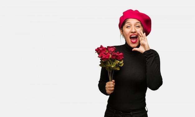 Młoda kobieta w valentines dzień krzyczy coś szczęśliwego przód Premium Zdjęcia