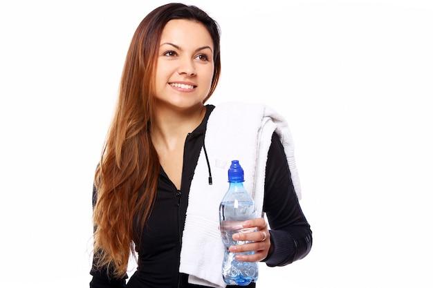 Młoda Kobieta Z Butelką W Ręce Darmowe Zdjęcia