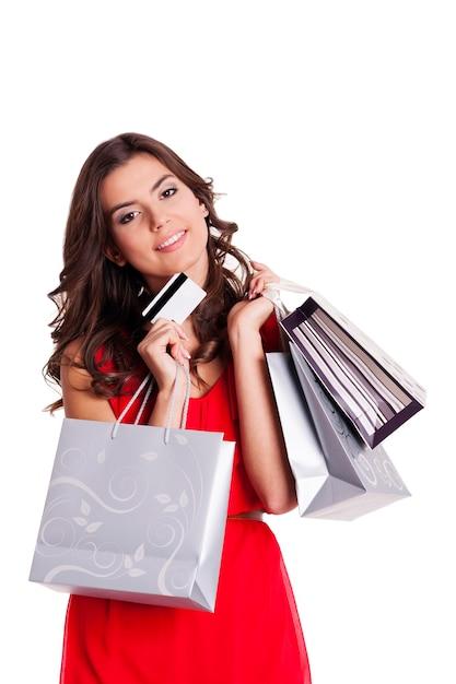 Młoda Kobieta Z Kartą Kredytową I Torby Na Zakupy Darmowe Zdjęcia