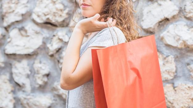 Młoda kobieta z torba na zakupy Darmowe Zdjęcia