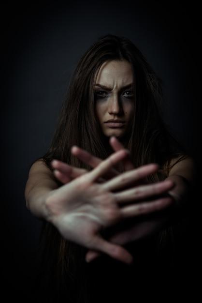 Młoda Nieszczęśliwa Kobieta Premium Zdjęcia