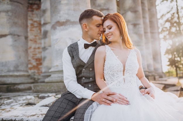 Młoda Para Sesji Zdjęciowej Małżeństwa Na Zewnątrz Darmowe Zdjęcia