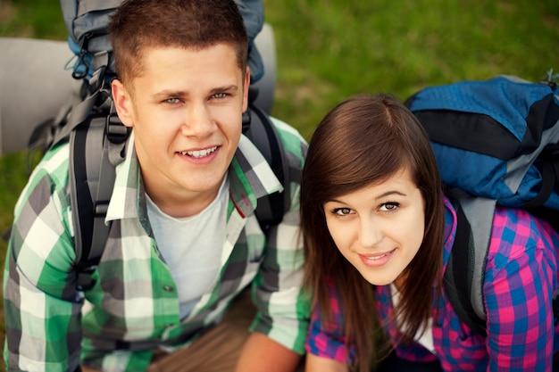 Młoda Para W Lesie Darmowe Zdjęcia
