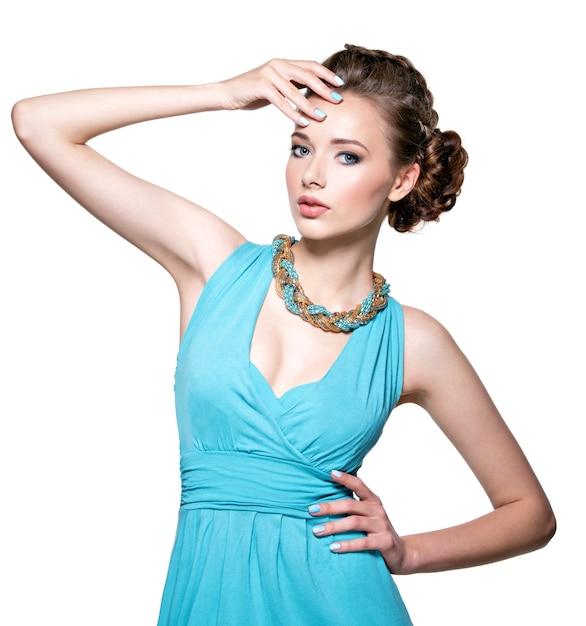 Młoda Piękna Kobieta Z Biżuterią. Darmowe Zdjęcia