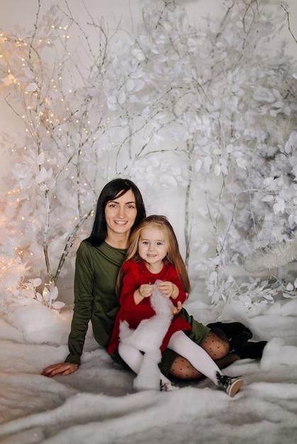 Młoda piękna matka z dzieckiem Darmowe Zdjęcia