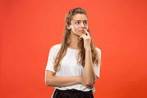 Młoda Poważna Kobieta Miło. Koncepcja Wątpliwości. Darmowe Zdjęcia