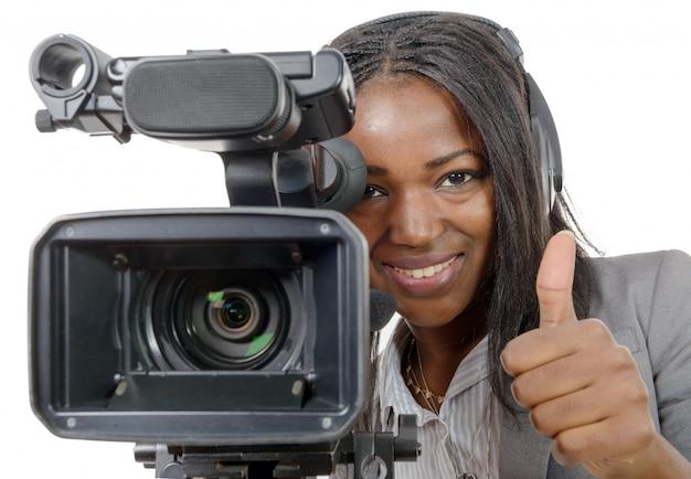 Młode kobiety afroamerykanów z profesjonalną kamerą wideo Premium Zdjęcia