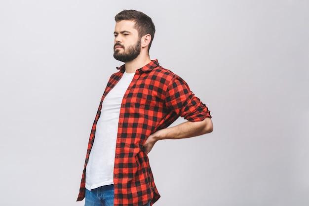 Młodego Człowieka Cierpienie Od Bólu Pleców Odizolowywającego Na Białym Tle. Koncepcja Bólu Pleców. Premium Zdjęcia