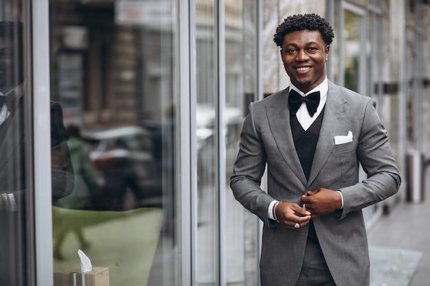 Młody Afrykański Biznesmen W Eleganckim Garniturze Darmowe Zdjęcia