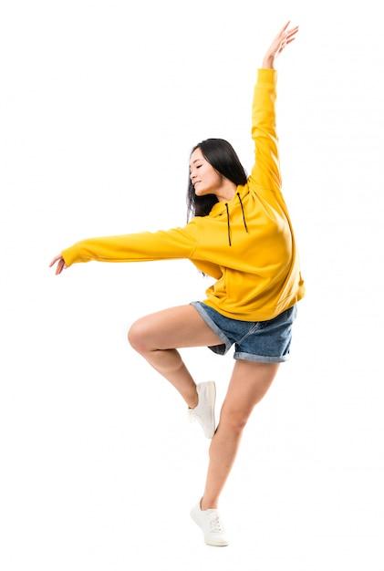 Młody azjatycki tancerz Premium Zdjęcia