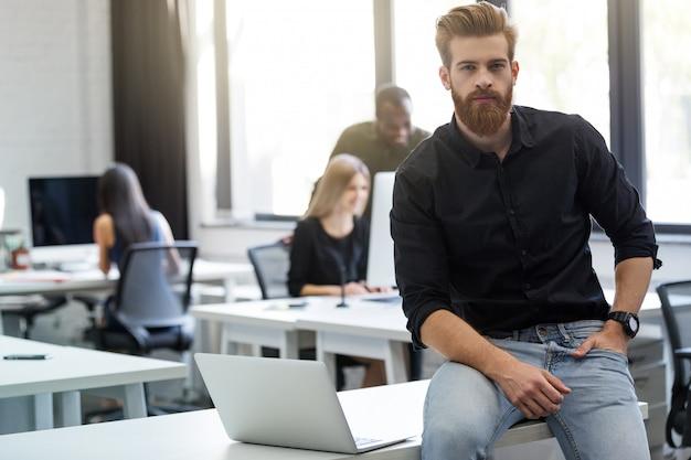 Jak schudnąć siedząc w biurze
