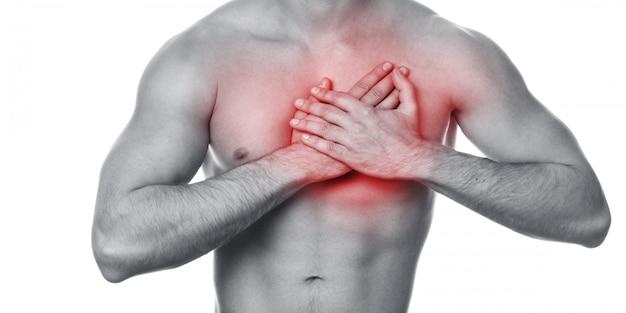 Młody człowiek z bólem w klatce piersiowej Premium Zdjęcia