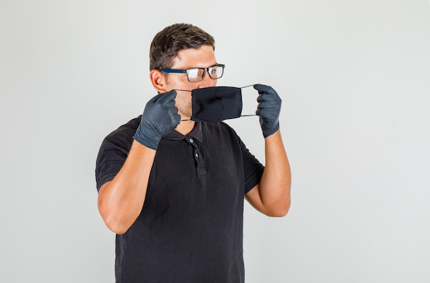 Młody Lekarz Noszenie Maski W Czarnej Koszulce Polo Darmowe Zdjęcia