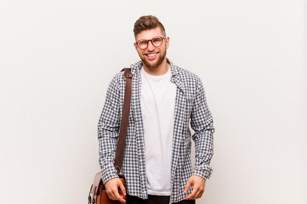 Młody nowoczesny biznesmen mrugając, zabawny, przyjazny i beztroski. Premium Zdjęcia