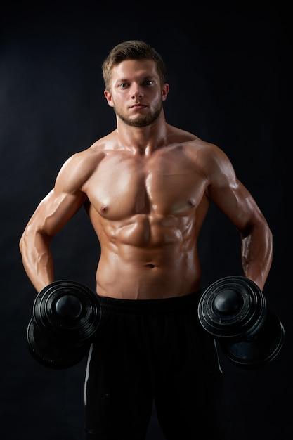 Młody Sprawność Fizyczna Mężczyzna W Studiu Darmowe Zdjęcia