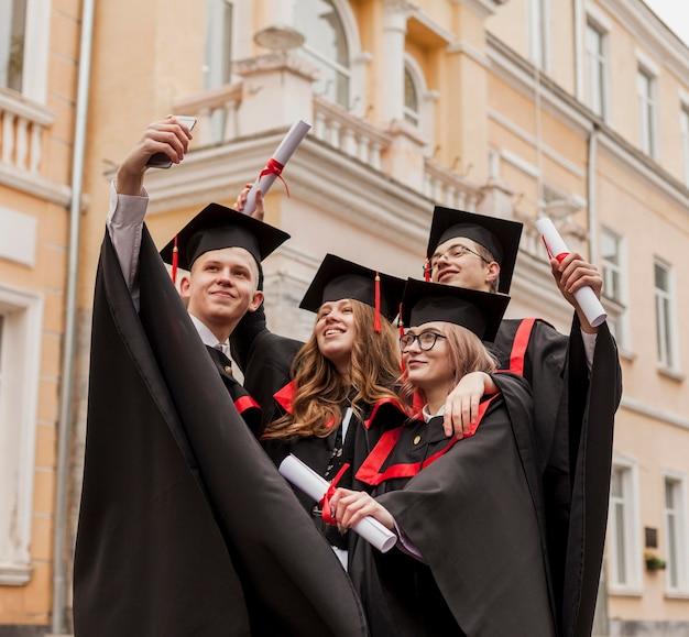 Młodych Studentów Przy Selfie Darmowe Zdjęcia