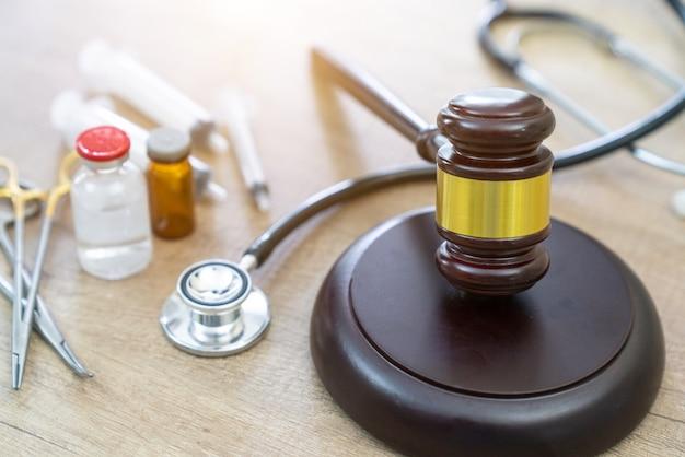 Młotek I Stetoskop. Orzecznictwo Medyczne. Definicja Prawna Premium Zdjęcia